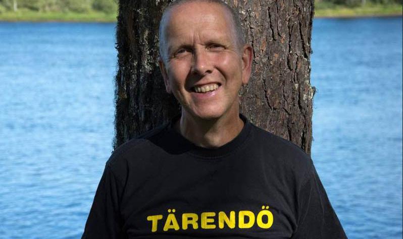 Erling Fredriksson med älven som bakgrund